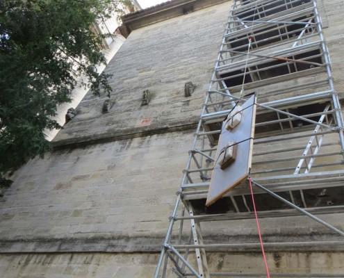 Pose des vitraux restaurés à Nptre Dame du Pommier - Beaucaire